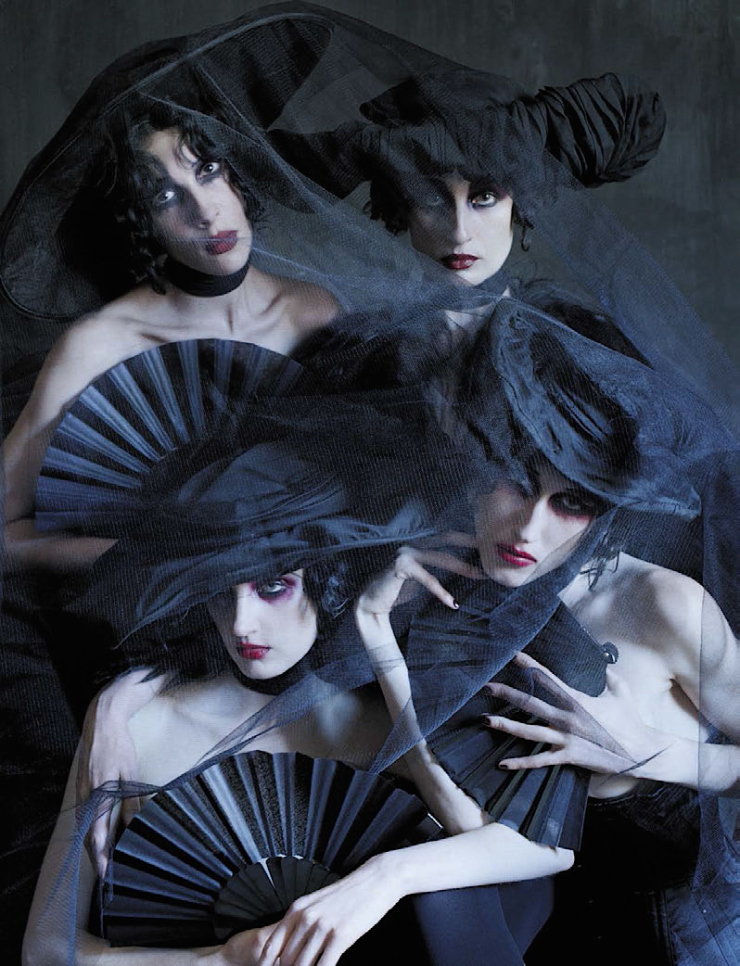 anna-cleveland-christina-carey-erin-oconnor-jamie-bochert-by-tim-walker-for-vogue-italia-december-2015.jpg