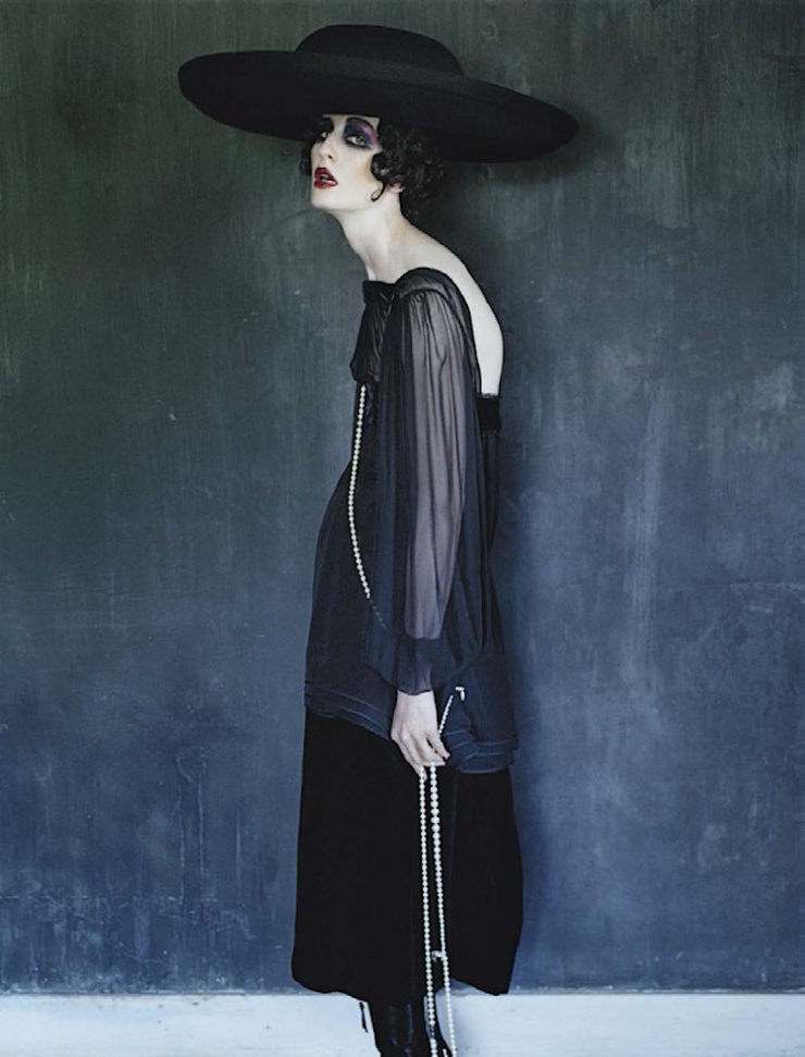 anna-cleveland-christina-carey-erin-oconnor-jamie-bochert-by-tim-walker-for-vogue-italia-december-2015-4.jpg
