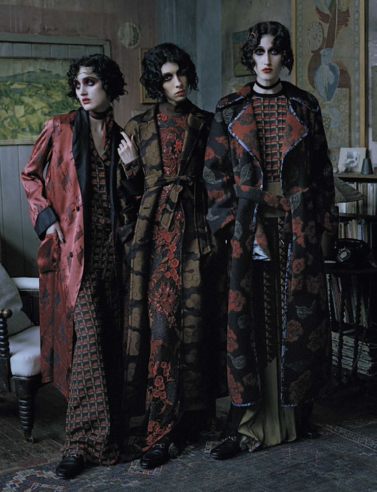 anna-cleveland-christina-carey-erin-oconnor-jamie-bochert-by-tim-walker-for-vogue-italia-december-2015-9.jpg