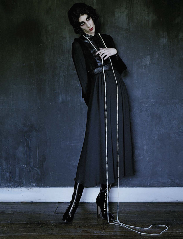 anna-cleveland-christina-carey-erin-oconnor-jamie-bochert-by-tim-walker-for-vogue-italia-december-2015-14.jpg