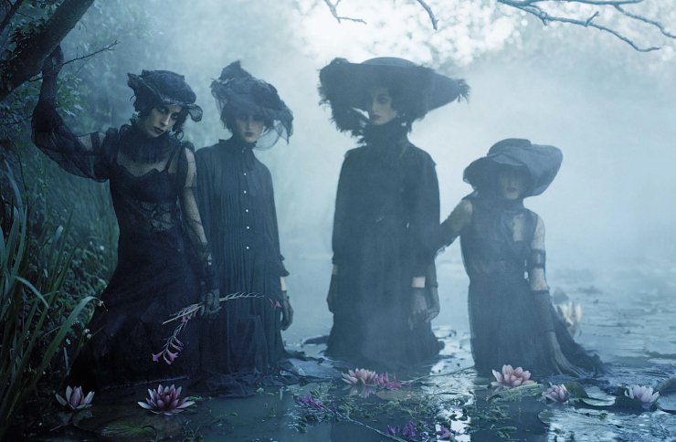 anna-cleveland-christina-carey-erin-oconnor-jamie-bochert-by-tim-walker-for-vogue-italia-december-2015-15.jpg
