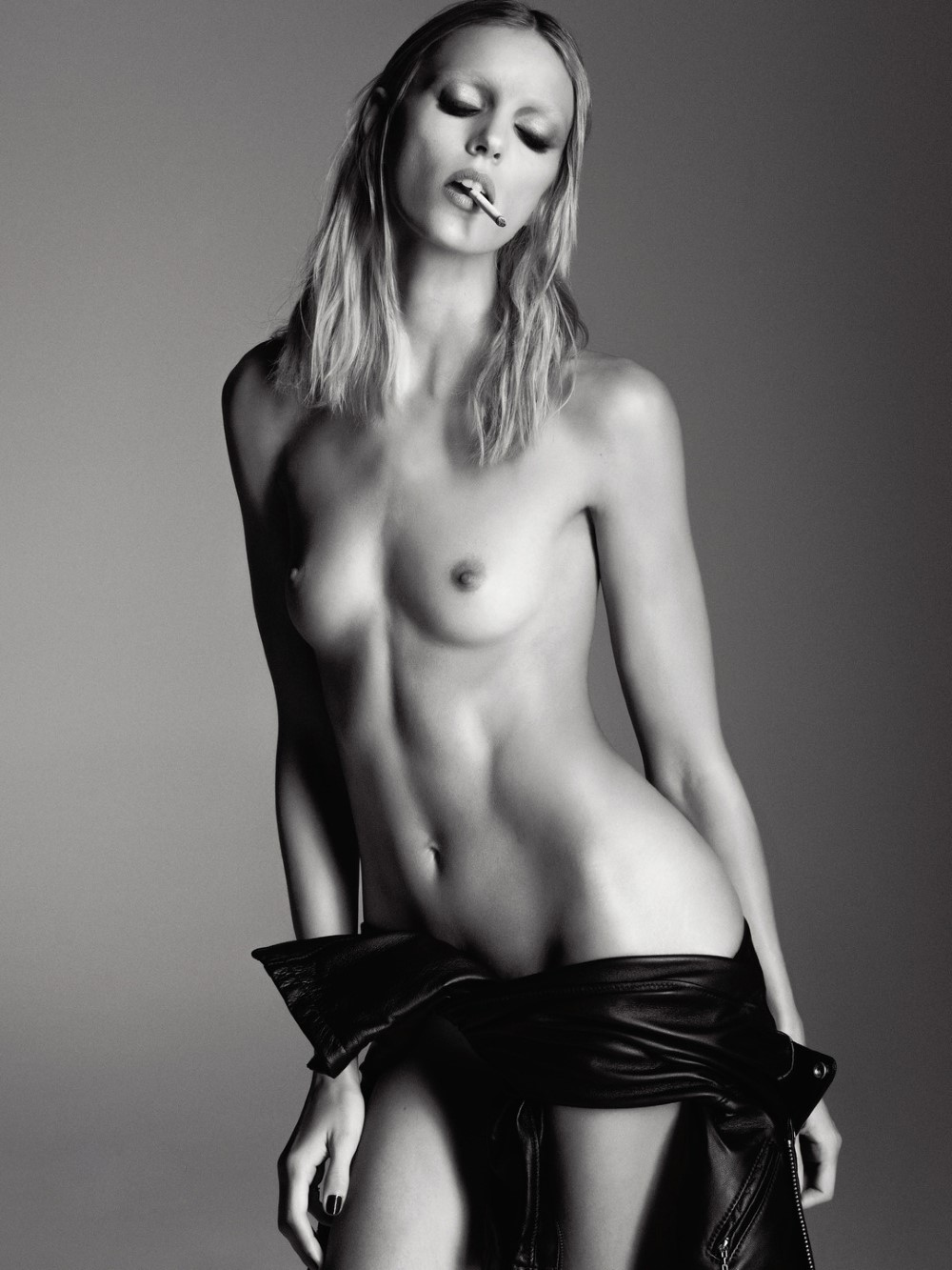 LUI-December_2015-January_2016-05-Anja_Rubik-by-Luigi_and_Iango.jpg