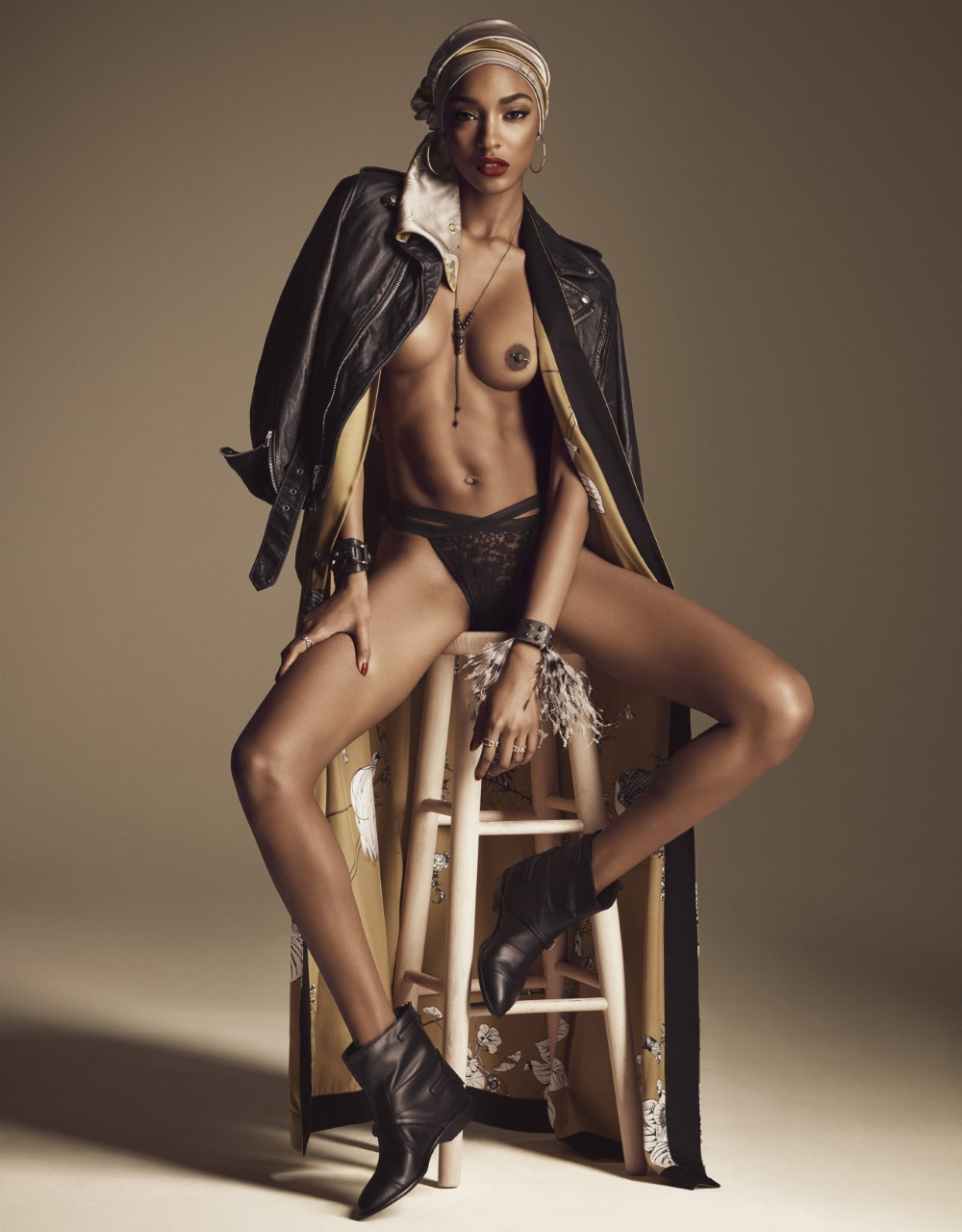 LUI-December_2015-January_2016-24-Jourdan_Dunn-by-Luigi_and_Iango.jpg