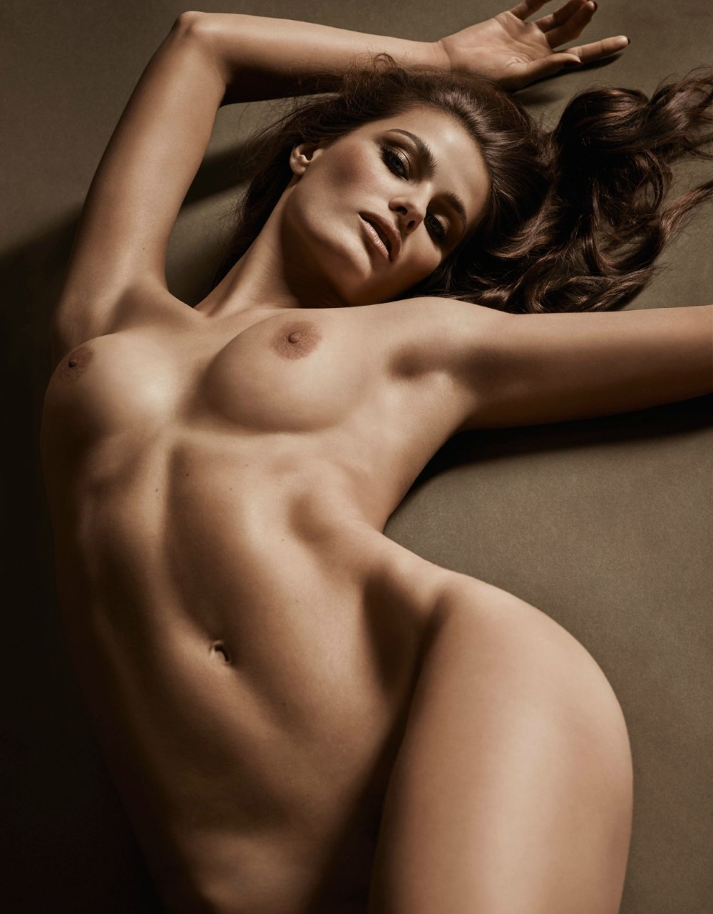 LUI-December_2015-January_2016-40-Isabeli_Fontana-by-Luigi_and_Iango.jpg