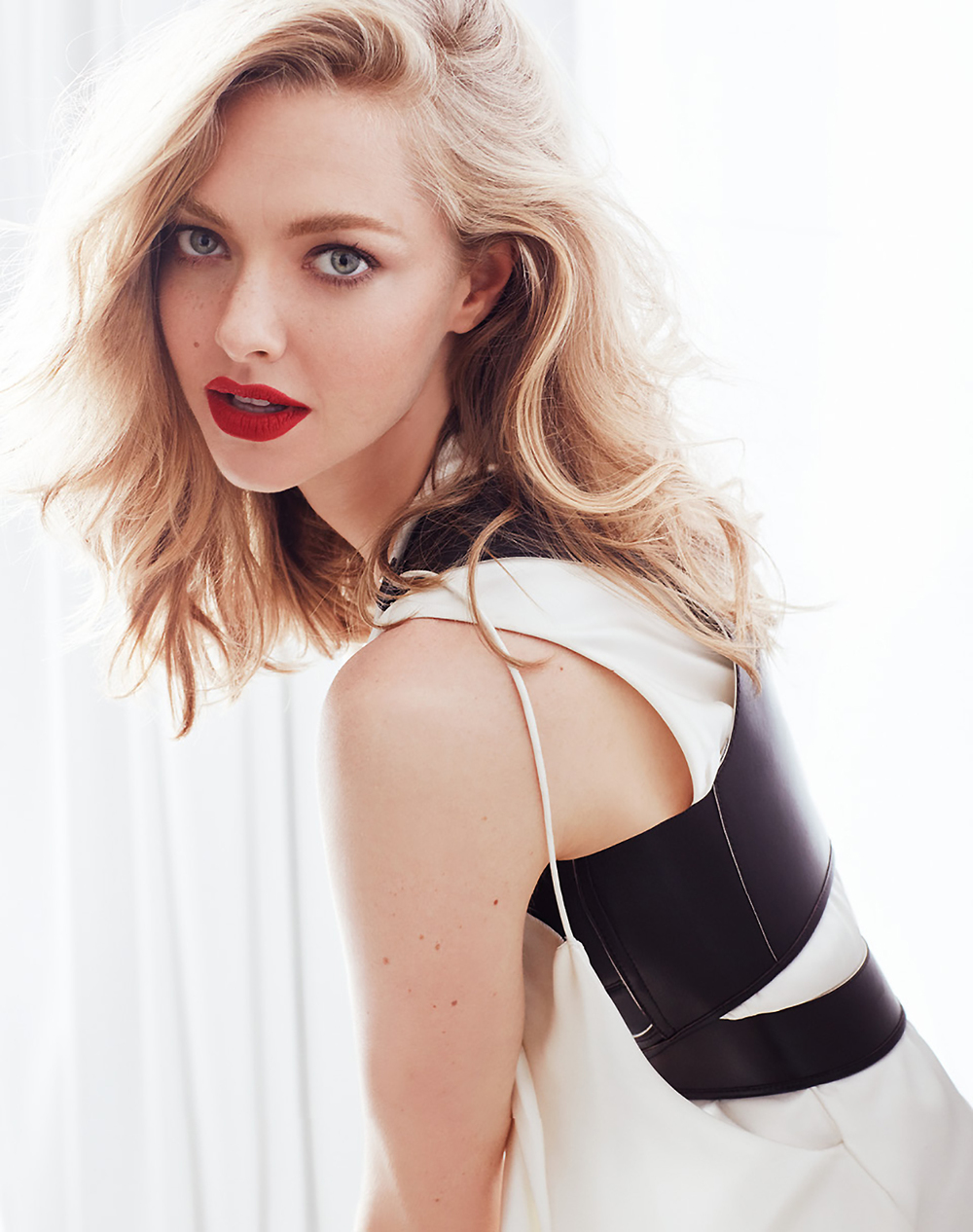 Vogue_Russia_Beauty-September_2016-Amanda_Seyfried-by-Alexi_Lubomirski-04.jpg