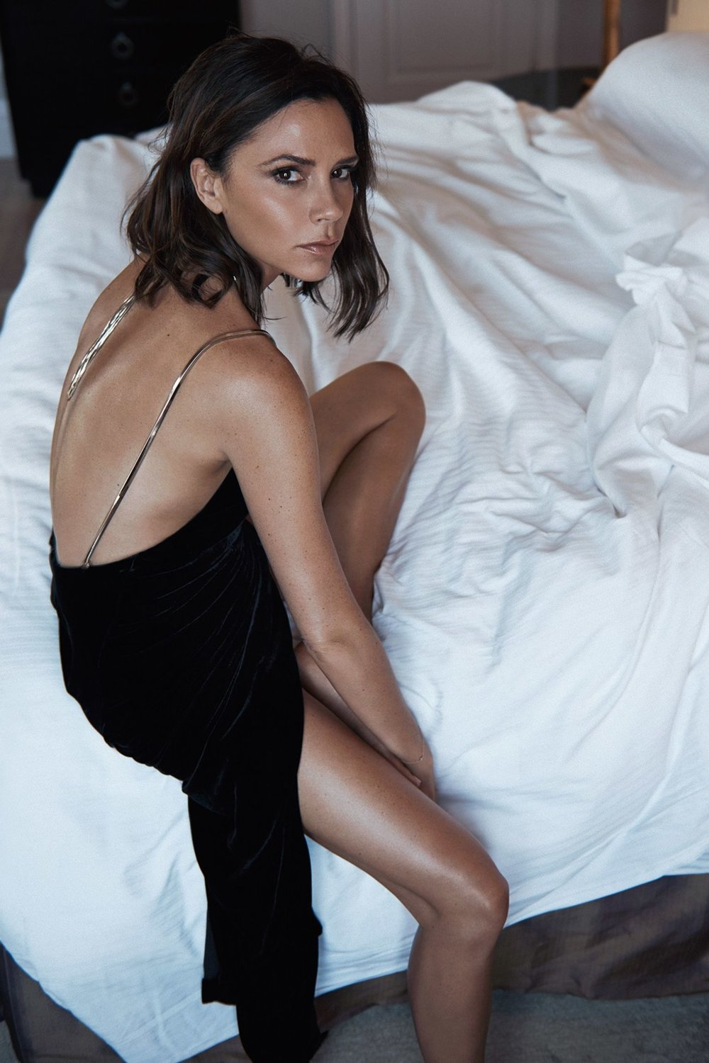 vogue-uk-october-2016-victoria-beckham-by-lachlan-bailey-02.jpg