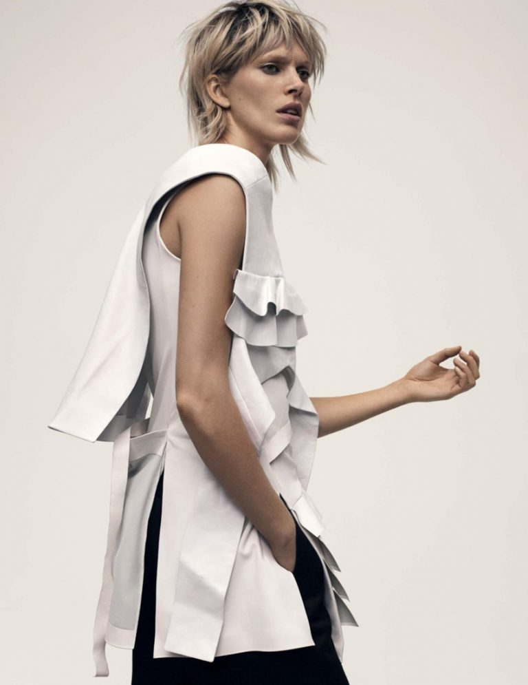 Vogue-UK-December-2016-Iselin-Steiro-by-Gregory-Harris- (8).jpg