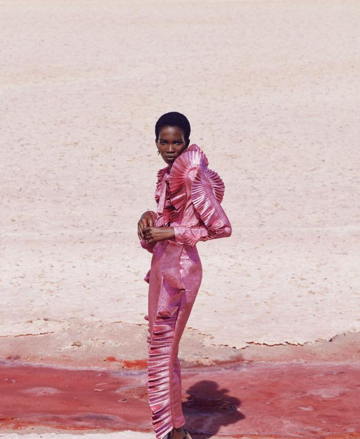 Aamito lagum is lensed by daniel riera in 39 think pink 39 for - Riera taylor ...