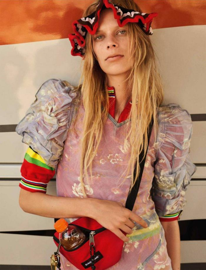 Vogue-UK-January-2017-Lexi-Boling-by-Mario-Testino- (9).jpg