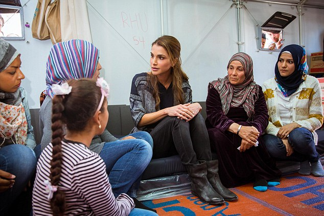 queen rania at the kara tepe camp for syrian refugees in lesbos april 2016