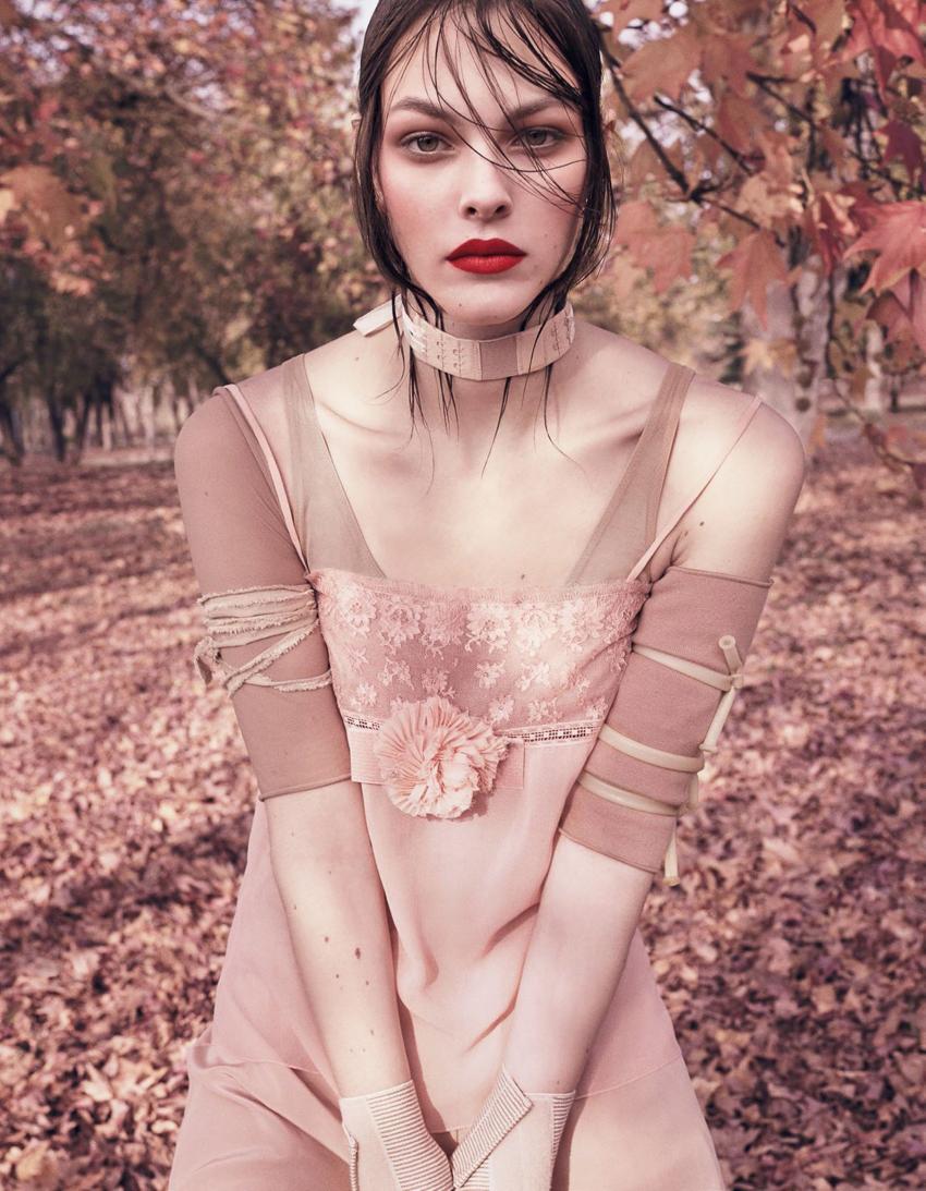Vogue-Japan-April-2017-Vittoria-Ceretti-by-Luigi-and-Iango-3.jpg