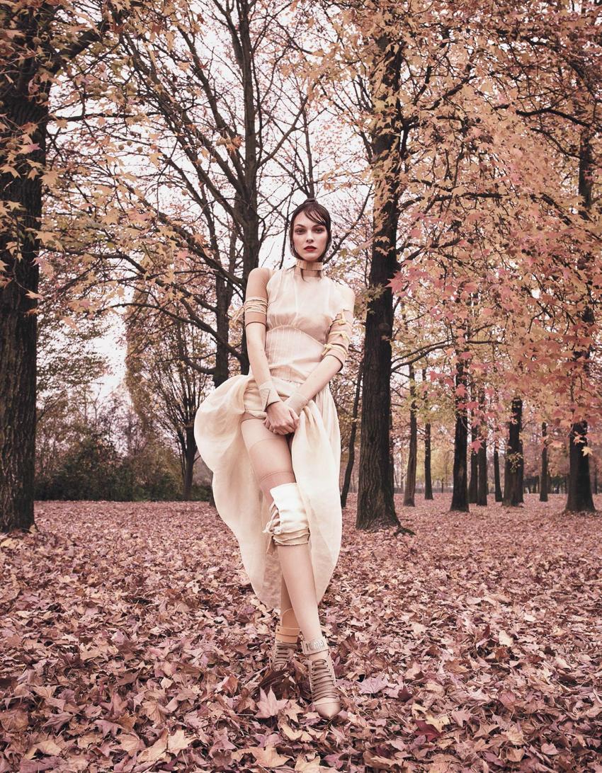 Vogue-Japan-April-2017-Vittoria-Ceretti-by-Luigi-and-Iango-6.jpg