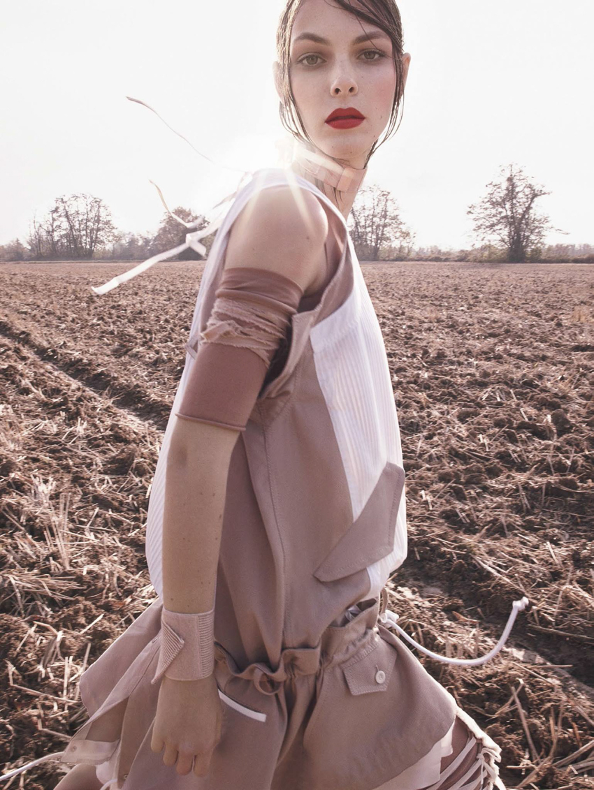Vogue-Japan-April-2017-Vittoria-Ceretti-by-Luigi-and-Iango-10.jpg