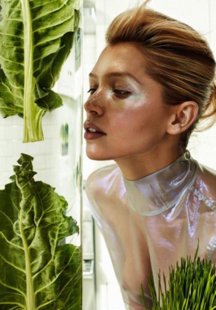 Hana-Jirickova-by-Alique-for-Vogue-Paris-May-2017- (3).jpg