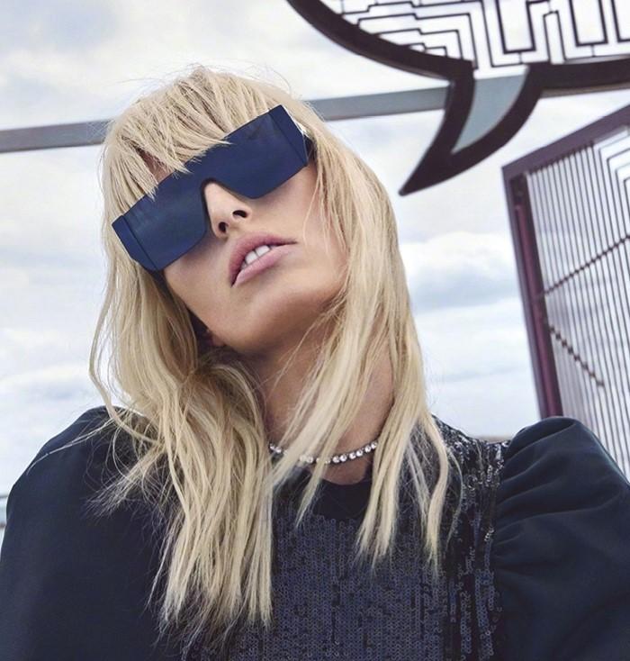 Karolina-Kurkova-Harpers-Bazaar-China-June-2017-Cover-Photoshoot12.jpg
