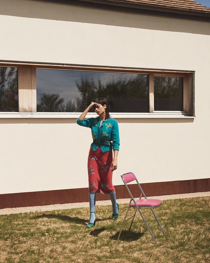 Vogue-Arabia-June-2017-Yana-Bovenistier-by-Ward-Ivan-Rafik-1.jpg
