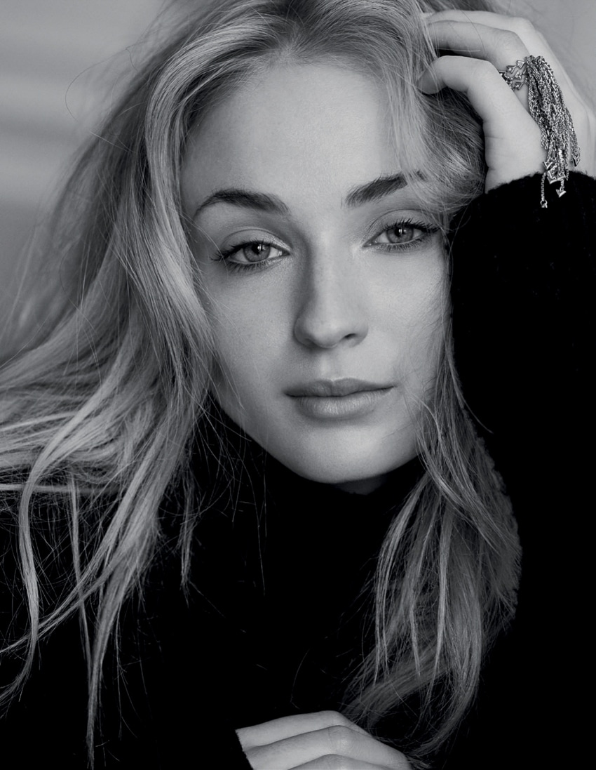 Marie-Claire-UK-August-2017-Sophie-Turner-David-Roemer-3.jpg