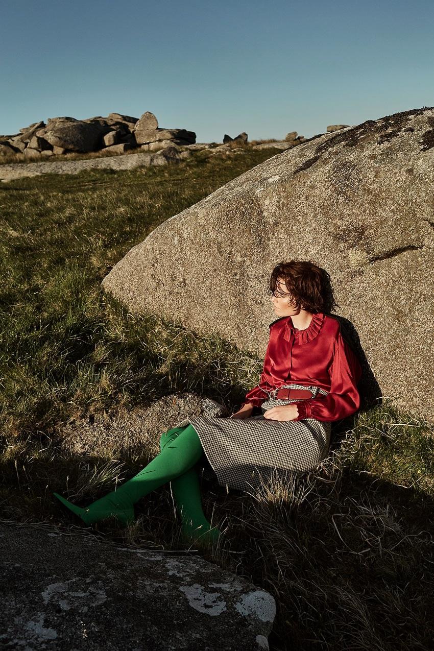 Harpers-Bazaar-UK-September-2017-Iris-Strubegger-by-Agata-Pospieszynska-5.jpg