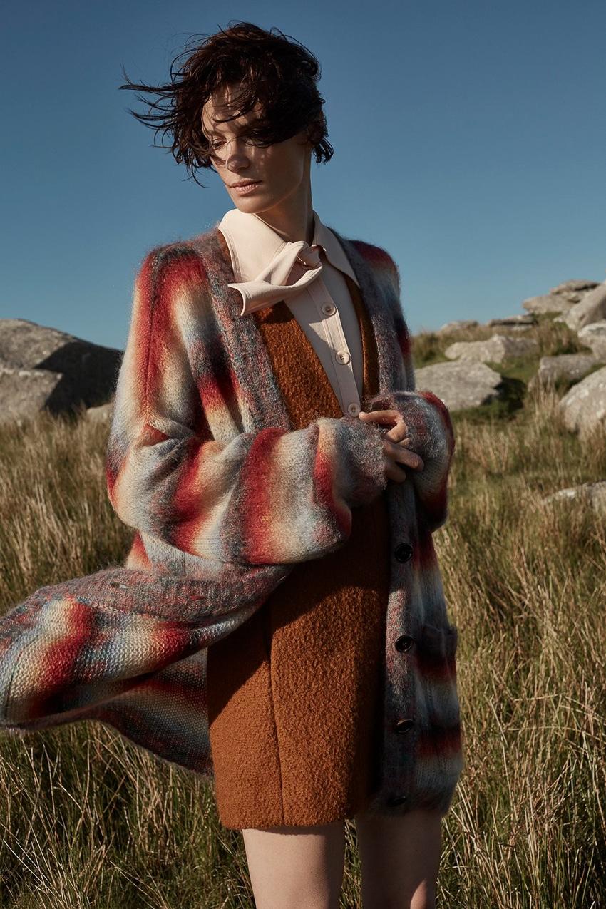Harpers-Bazaar-UK-September-2017-Iris-Strubegger-by-Agata-Pospieszynska-6.jpg