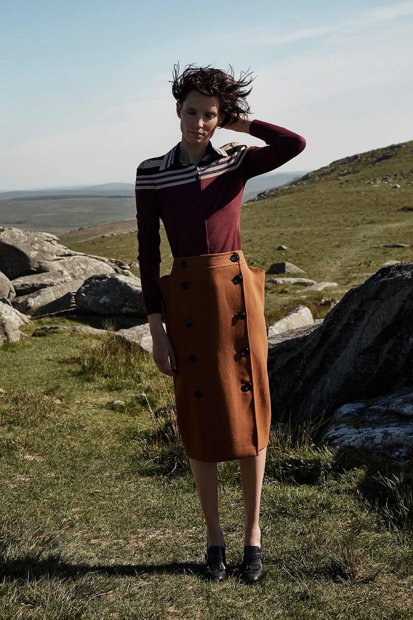 Harpers-Bazaar-UK-September-2017-Iris-Strubegger-by-Agata-Pospieszynska-17.jpg