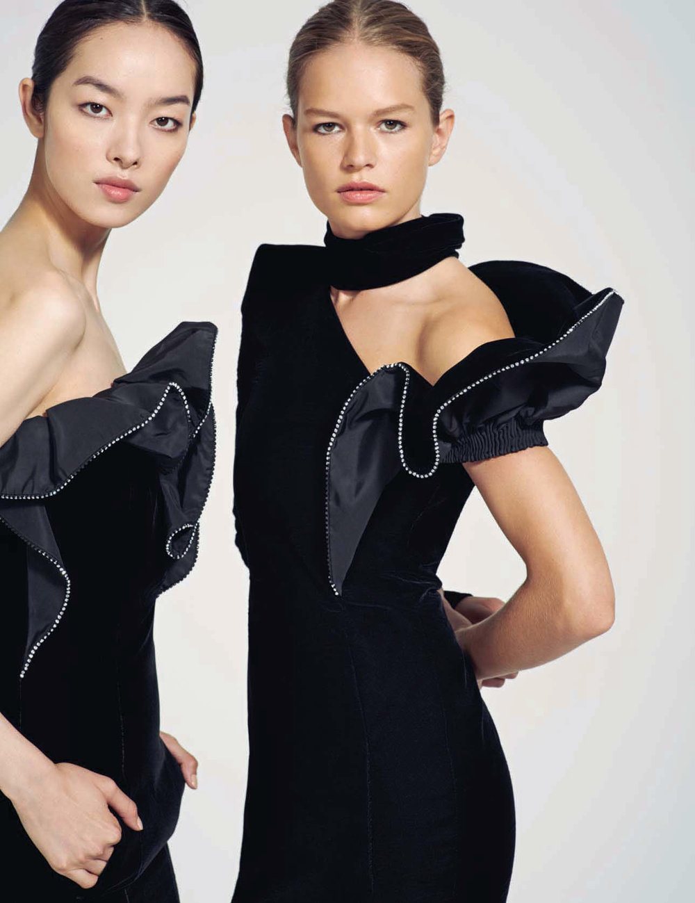 vogue-china-september-2017-anna-ewers-fei-fei-sun-by-collier-schorr-01.jpg