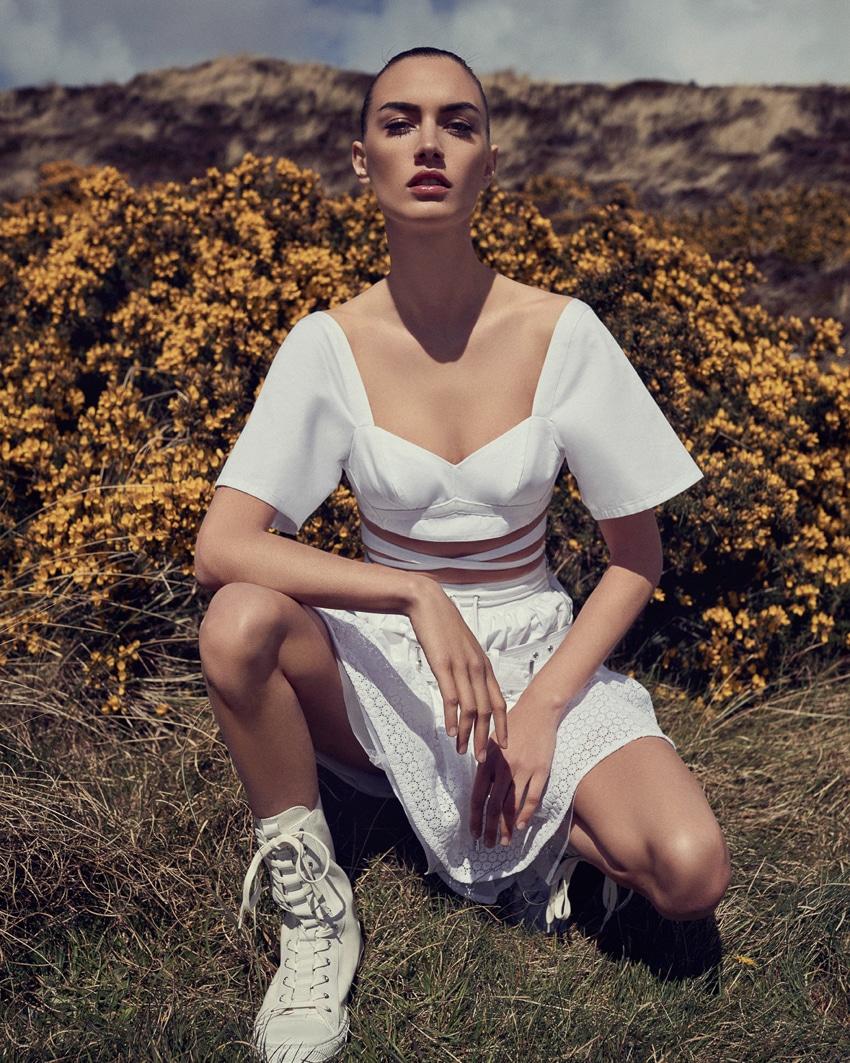 Ronja-Furrer-Harpers-Bazaar-Czech-September-2017-Andreas-Ortner-4.jpg