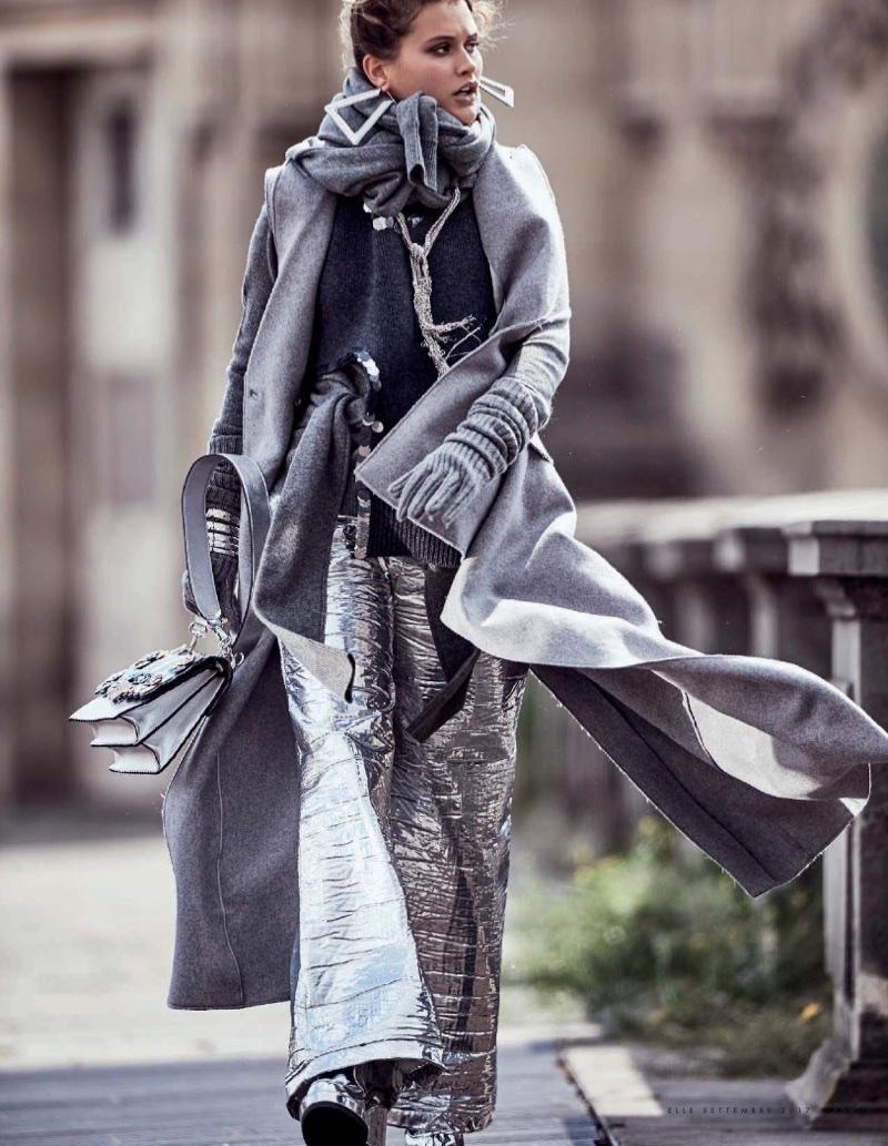 Chloe-Lecareux-Grey-Style-ELLE-Italy-September-2017-Gilles-Bensimon- (5).jpg