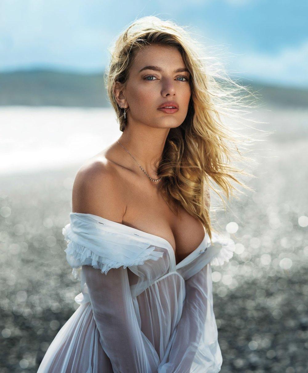 Maxim USA September 2017-1.jpg
