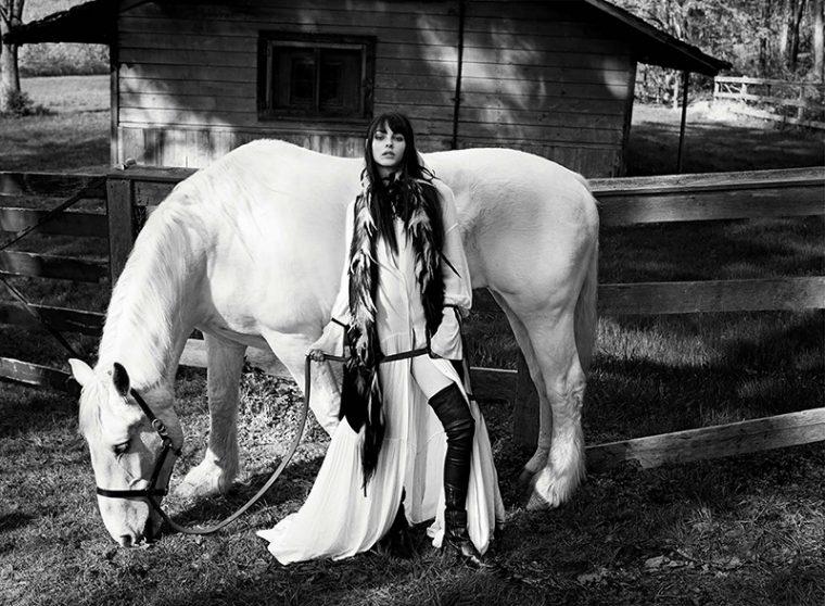 Vittoria-Ceretti-by-Luigi-Iango-for-Vogue-Germany-November-2017- (2).jpg
