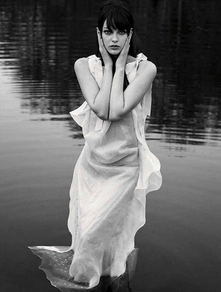 Vittoria-Ceretti-by-Luigi-Iango-for-Vogue-Germany-November-2017- (10).jpg