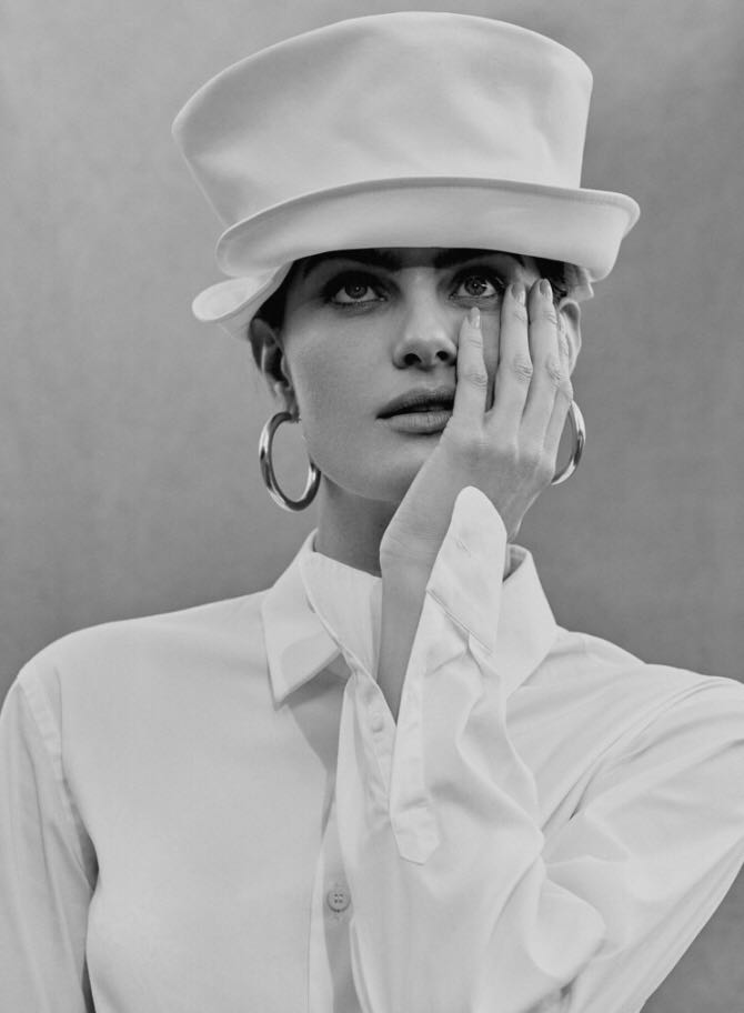 Isabeli-Fontana-by-Rafael-Pavarotti-for-Vogue-Brazil-October-2017-12.jpg