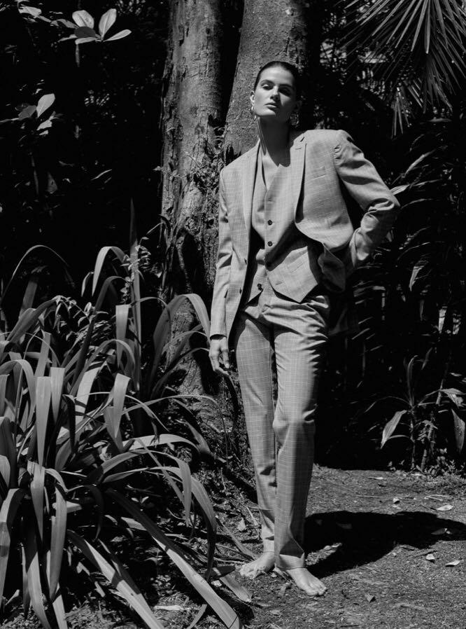 Isabeli-Fontana-by-Rafael-Pavarotti-for-Vogue-Brazil-October-2017-14.jpg