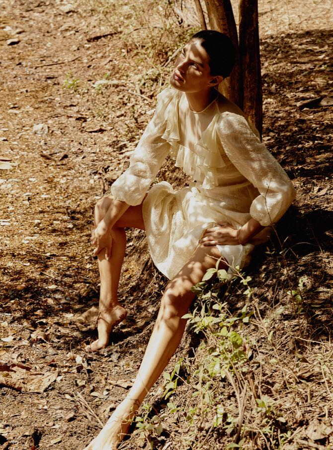 Isabeli-Fontana-by-Rafael-Pavarotti-for-Vogue-Brazil-October-2017-16.jpg