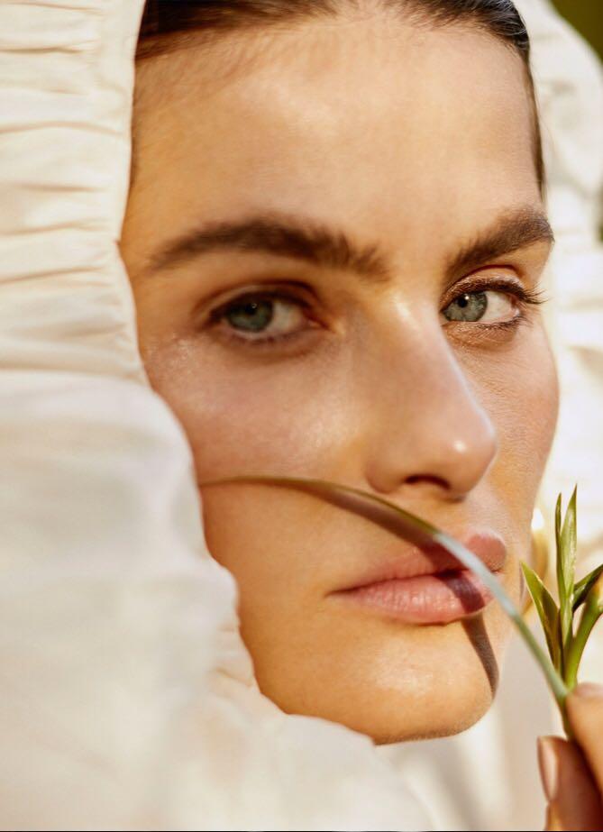 Isabeli-Fontana-by-Rafael-Pavarotti-for-Vogue-Brazil-October-2017-17.jpg