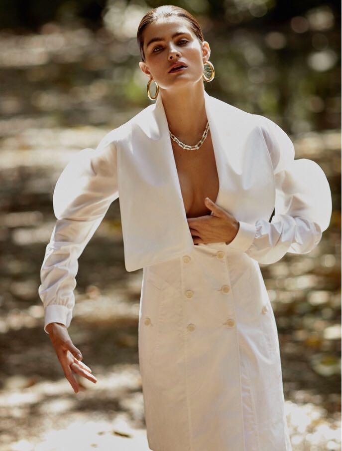 Isabeli-Fontana-by-Rafael-Pavarotti-for-Vogue-Brazil-October-2017-11.jpg