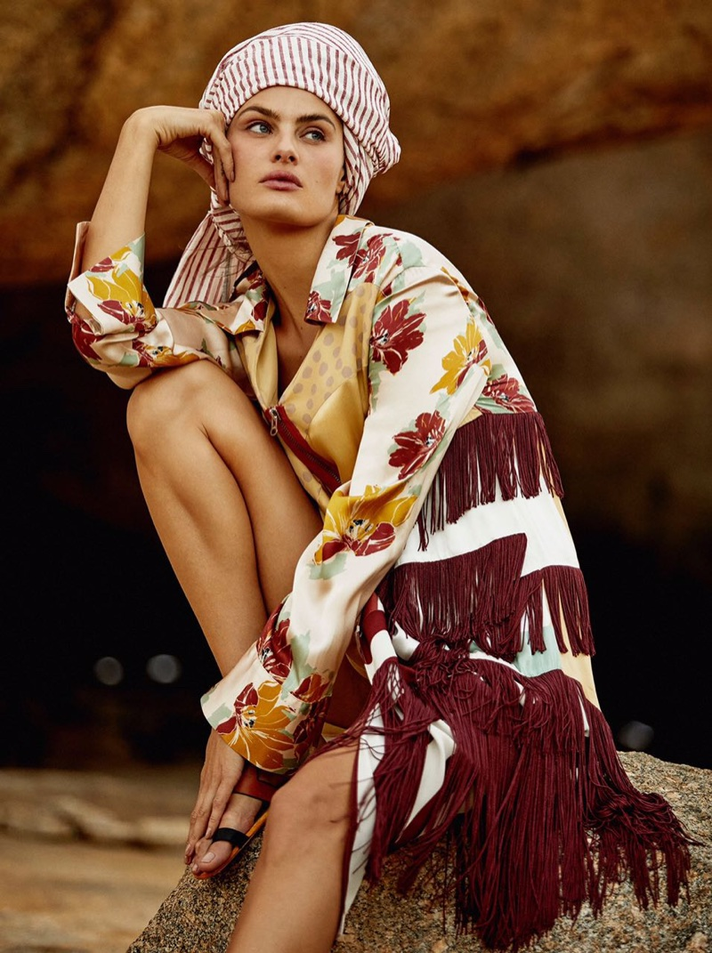 Isabeli-Fontana-Vogue-Brazil-October-2017- (1).jpg