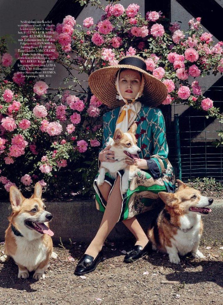 Katlin-Aas-by-Sofia-Mauro-for-Harpers-Bazaar-Germany-November-2017- (4).jpg