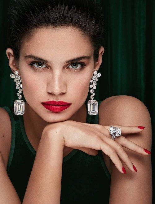 Sara-Sampaio-Graff-Diamonds-Campaign02 (1).jpg