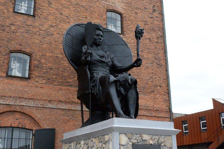 01denmark-statue1-master768.jpg