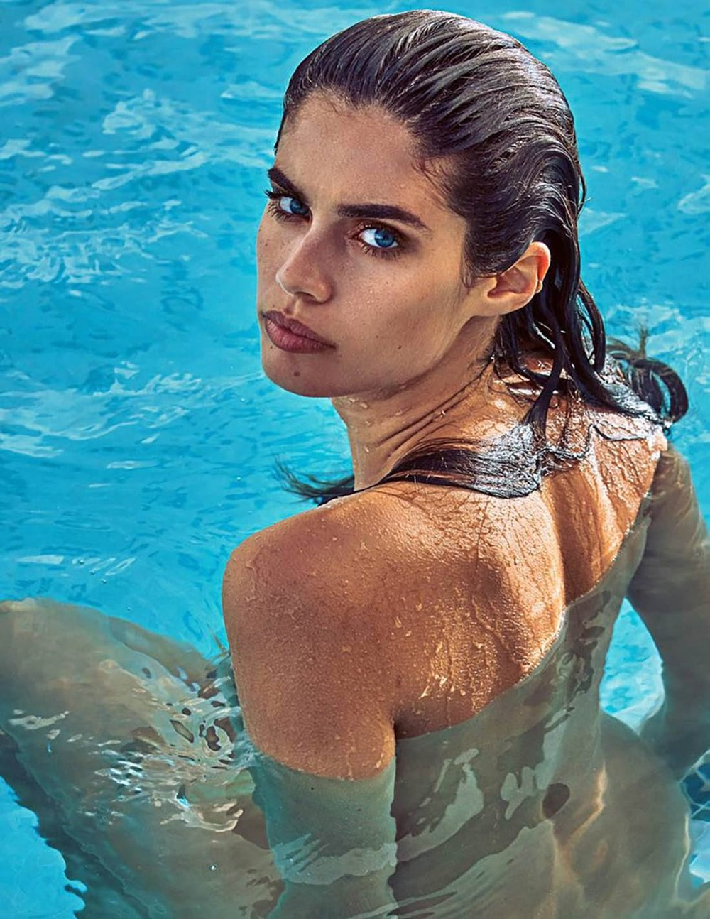 sara-sampaio-guy-aroch-madame-figaro-april-6-2018- (6).jpg