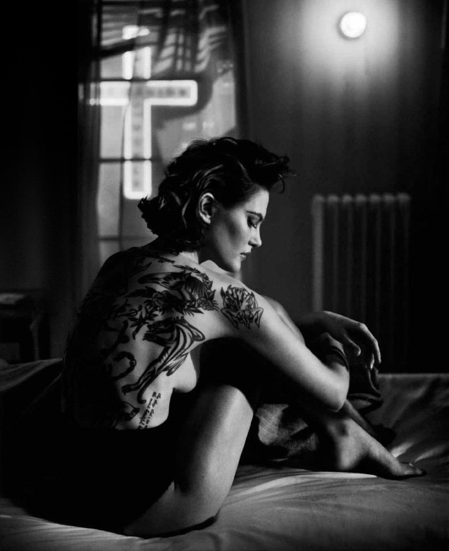 Catherine-McNeil-Vincent-Peters-Harper's-Bazaar-Spain-  (11).jpg