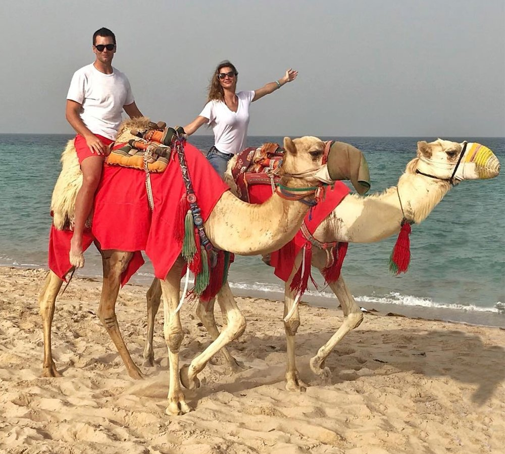gisele-bundchen-tom-braday-camel-riding-.jpg