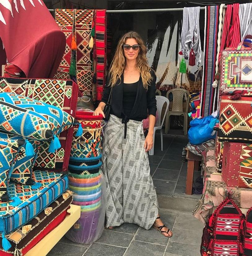gisele-bundchen-qatar-shopping-photos-.png