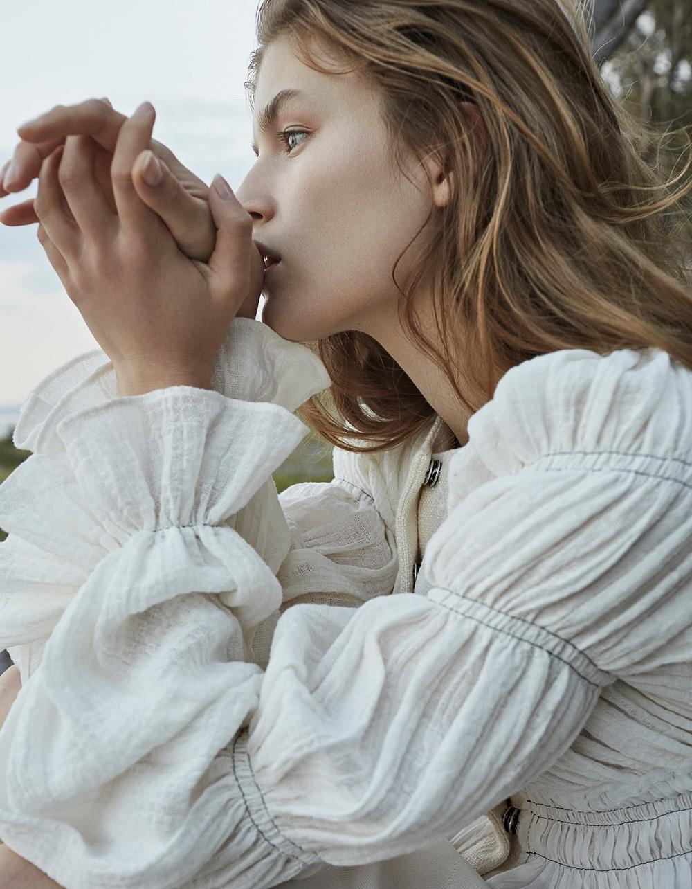 Vogue-Poland-Molly-Smith-Agata-Pospieszynska-3.jpg