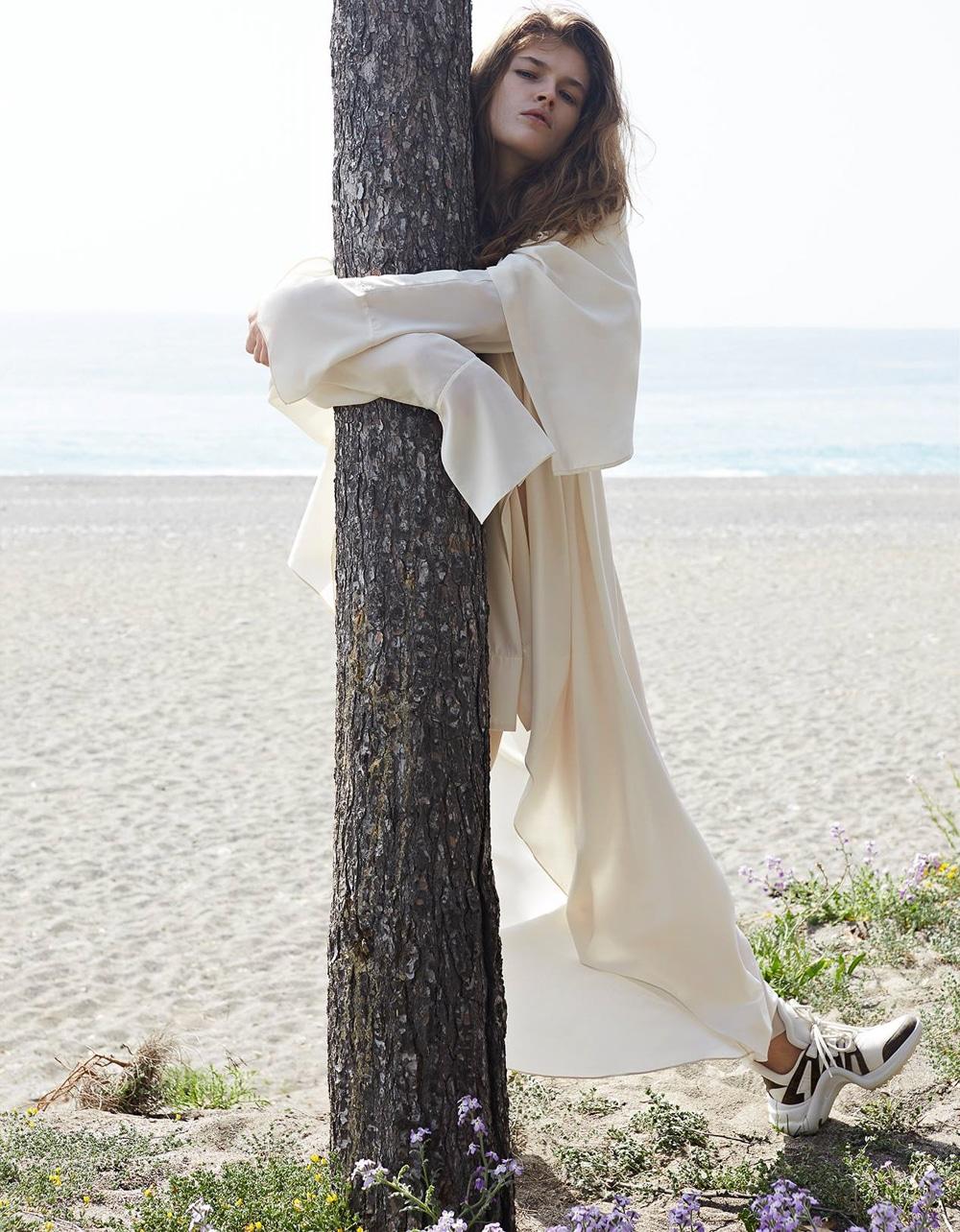 Vogue-Poland-Molly-Smith-Agata-Pospieszynska-4.jpg
