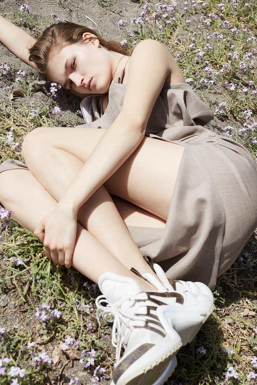 Vogue-Poland-Molly-Smith-Agata-Pospieszynska-5.jpg