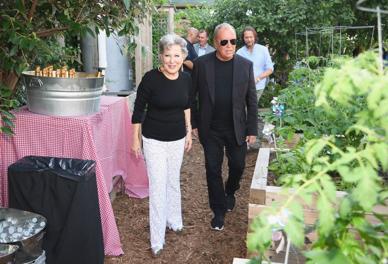 Bette-Midler-Michael-Kors-Brooklyn-garden-.jpg