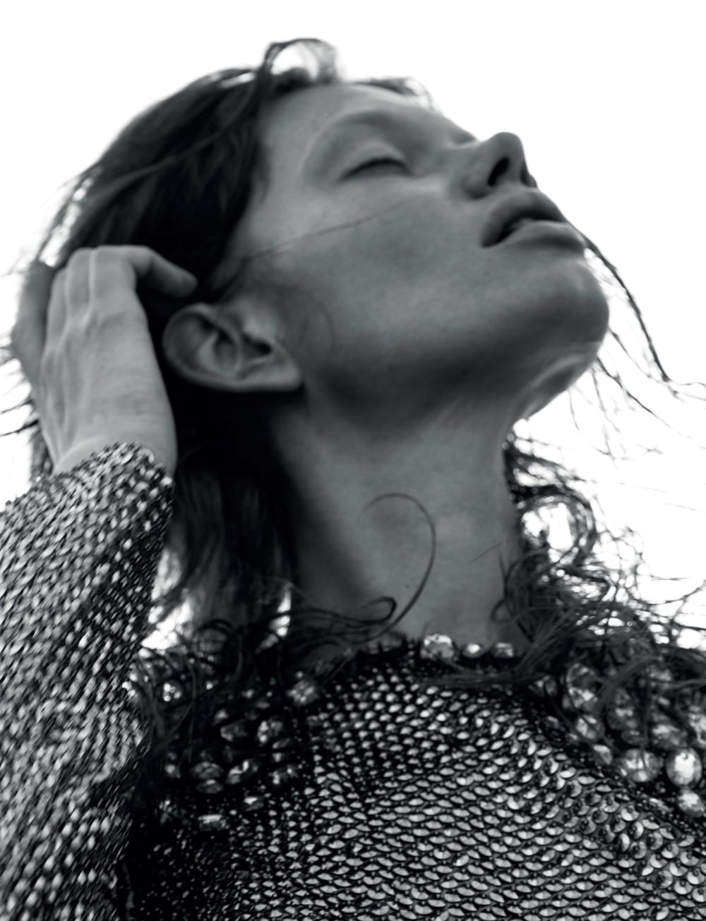 Vogue-Portugal-Nika-Rusakova-Filip-Koludrovic-8.jpg