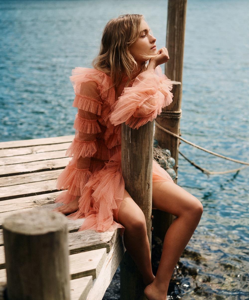 Esti van Balen by Georges Antoni for Elle Australia Nov 2018 (3).jpg
