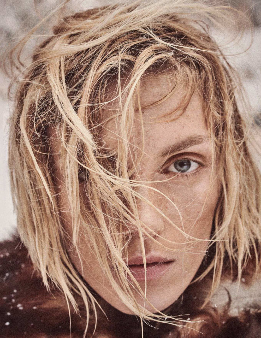 Anja Rubik by Giampaolo Sgura for Vogue Germany Dec 2018 (7).jpg